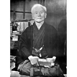 Poster del maestro Gichin Funakoshi, bianco e nero, 45x60 cm